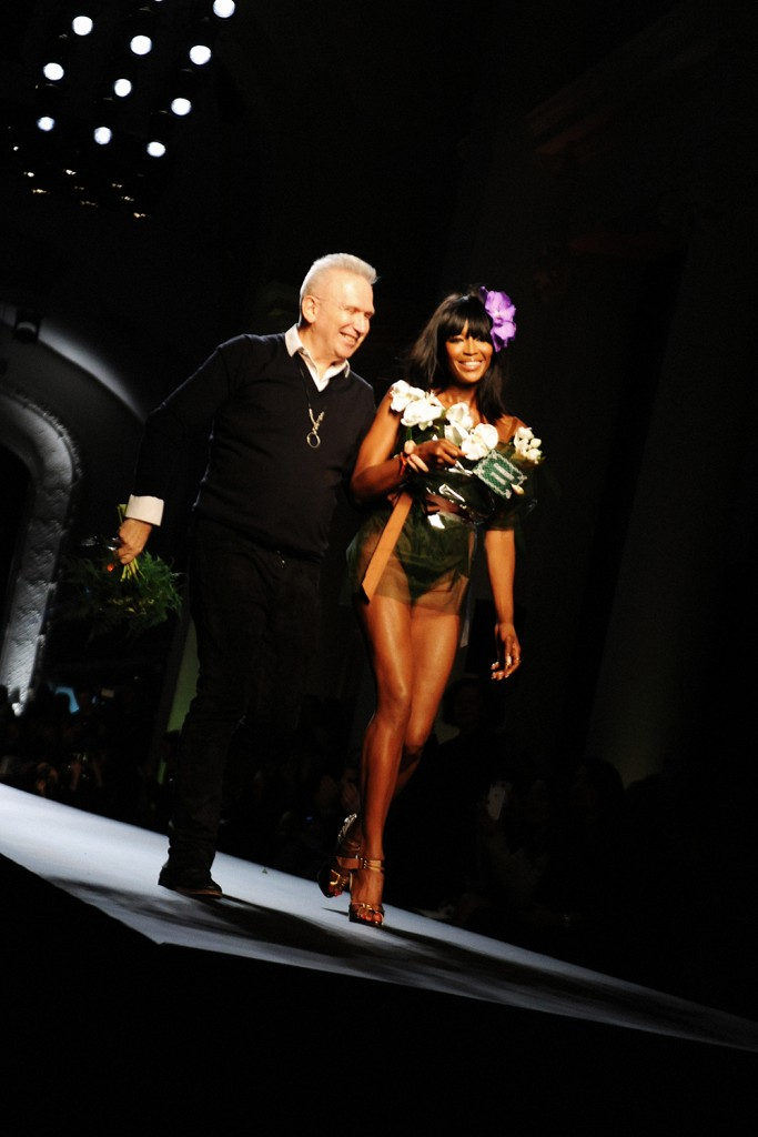 NAOMI CAMPBELL JEAN PAUL GAULTIER COUTURE HAUTE COUTURE SPRING SUMMER 2015 SS15 FASHION SHOW PODIUM CATWALK RUNWAY CRASH MAGAZINE PARIS TOP MODEL WOMEN FASHION ELISE TOIDE