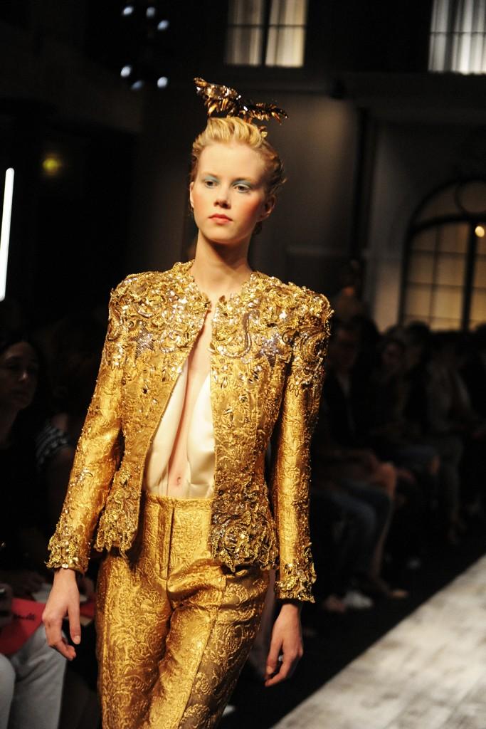 Schiaparelli Haute Couture FW15 runway by Elise Toïdé_Crash Magazine