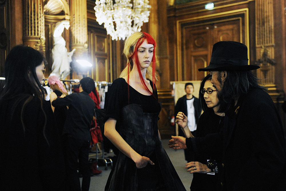 Yohji YamamotoSS16 Paris Fashion Week backstage by Elise Toïdé Crash Magazine
