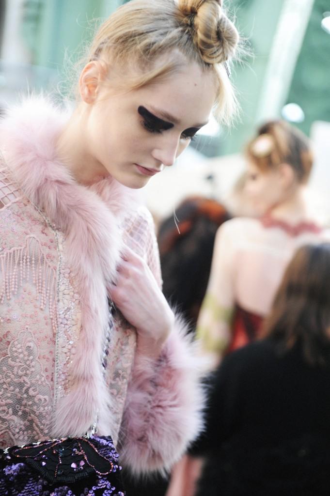 Backstage Shiatzy Chen Fall Winter 2016 Paris Fashion Week Crash Magazine Elise Toïdé