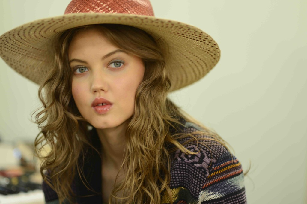 Chanel Cruise 2017 in Cuba backstage beauty Lindsey Wixson