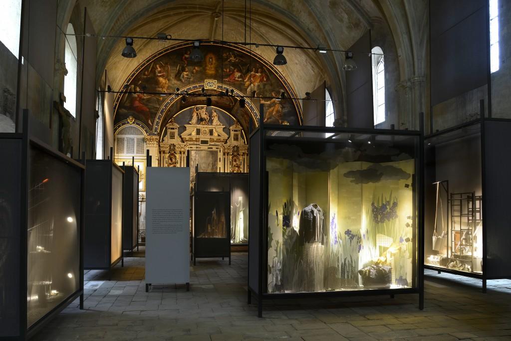 Antoine platteau x herm s exhibition in poitiers crash for Piscine poitiers