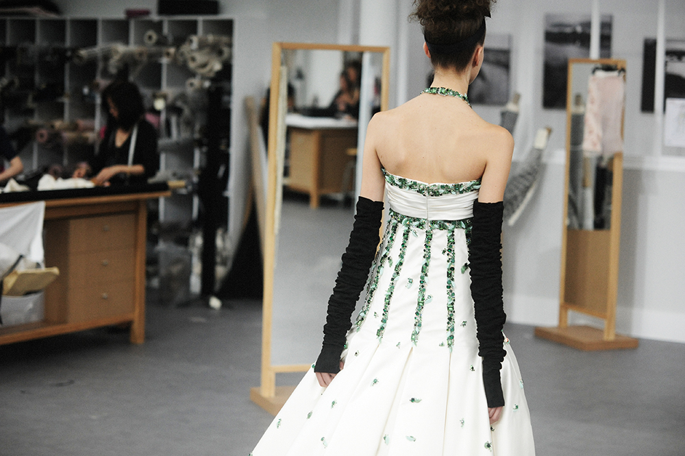 Bara Podzimkova Chanel Haute Couture Fall Winter 2016 Paris Fashion Week Crash Magazine Les Ateliers de Chanel Elise Toïdé