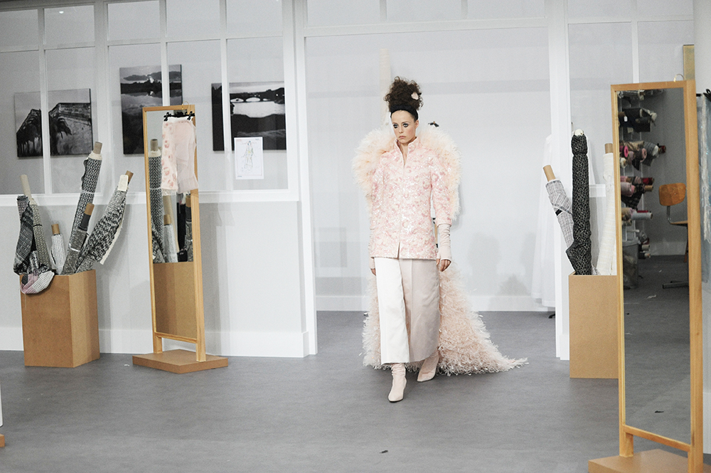 Edie Campbell Chanel Haute Couture Fall-Winter 2016 Paris Fashion Week Crash Magazine Les Ateliers de Chanel Elise Toïdé