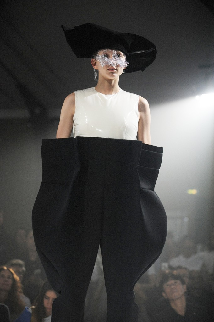 Comme des Garçons SS17 Paris Fashion Week Rei Kawakubo Crash Magazine by Elise Toïdé