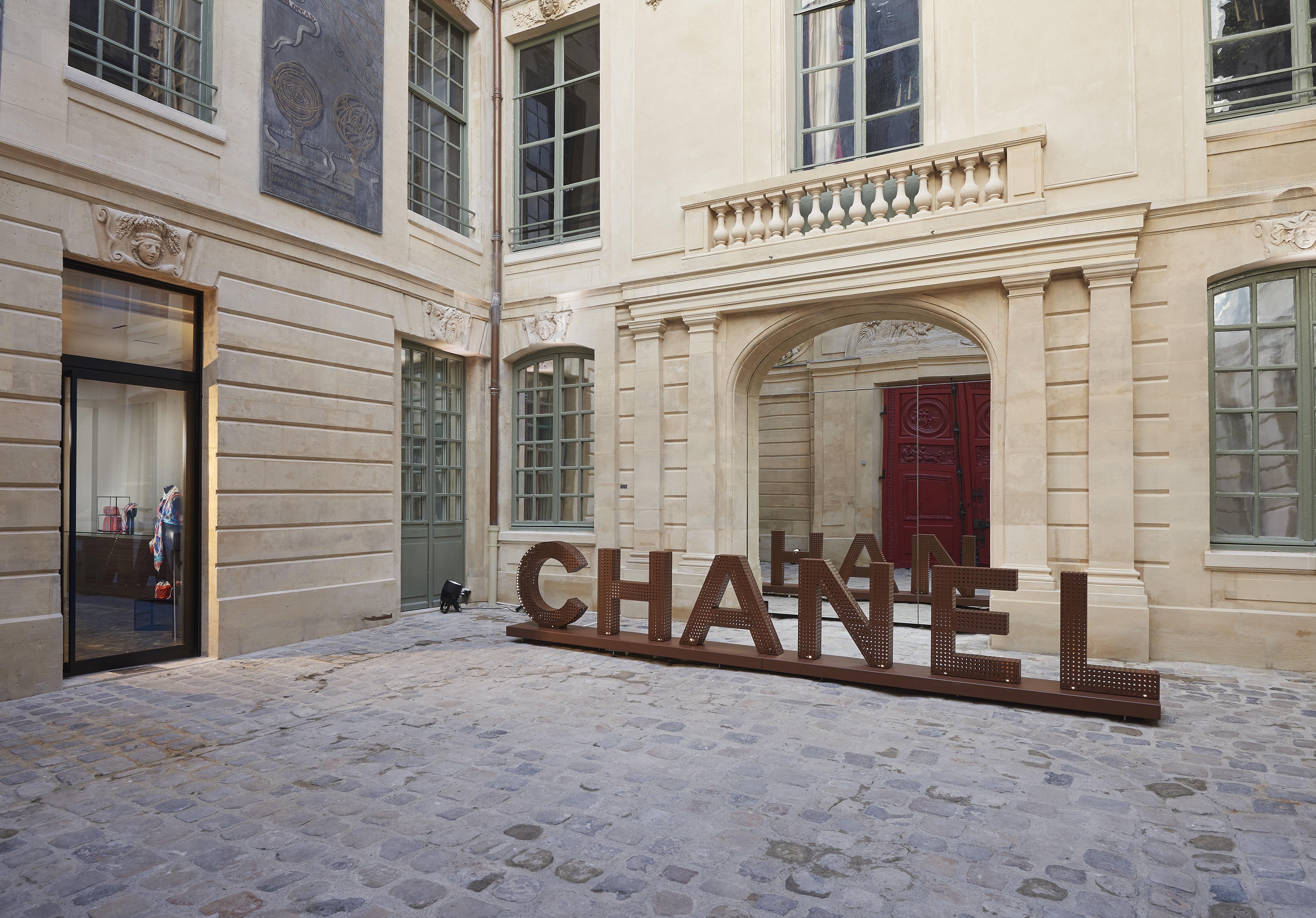 chanel popup stores in le marais paris crash magazine
