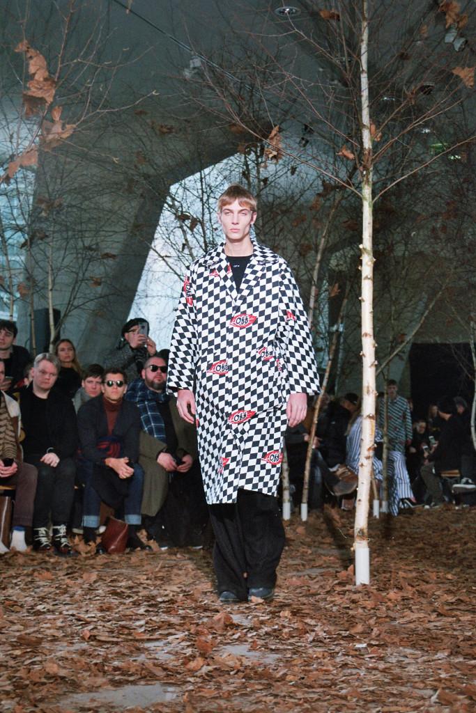Off White Fall Winter 2017-2018 menswear collection in Paris - Crash Magazine
