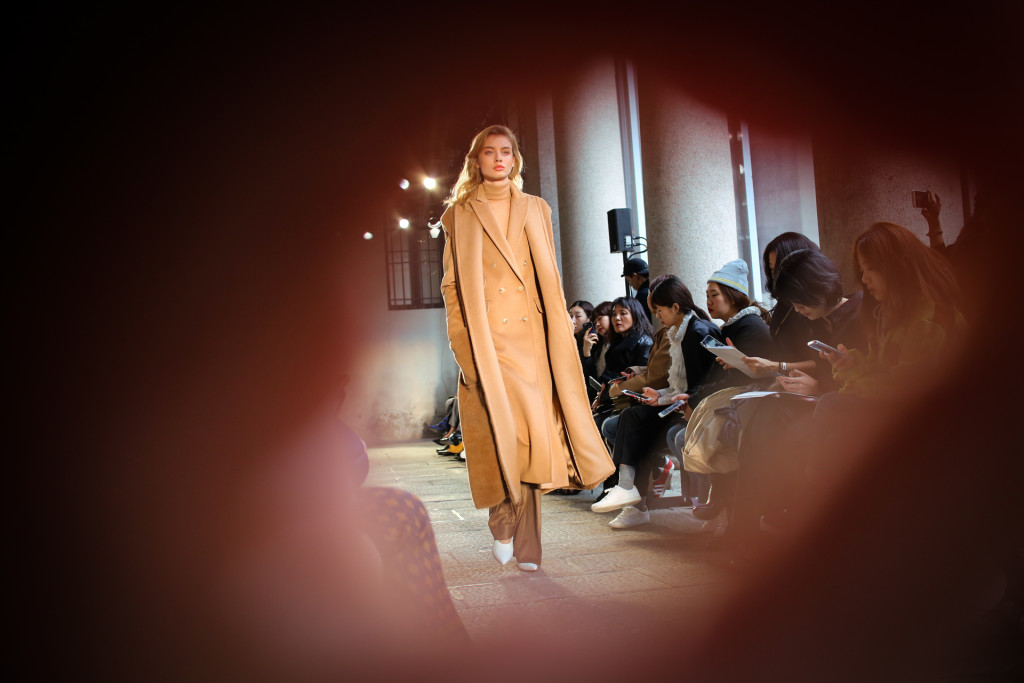 Max Mara Fall Winter 2017/18 - Crash