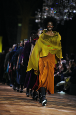 ISSEY MIYAKE FALL WINTER 2017/18 COLLECTION – PFW
