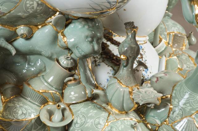 SOOKYUNG YEE Translated Vase (detail), 2016, ceramic shards, epoxy, 24K gold leaf 175x125x110cm, courtesy of the artist. Photo © Kwack Gongshin