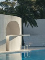 «DOMESTIC POOLS»: HIGHLIGHTING THE UTOPIAN CHARACTER OF THE PRIVATE SWIMMING POOL.