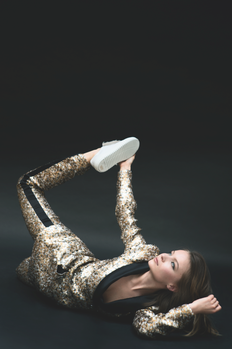 Chanel - Jacket and trousers in gold, black and white sequin-embroidered organza, AGL - shoes