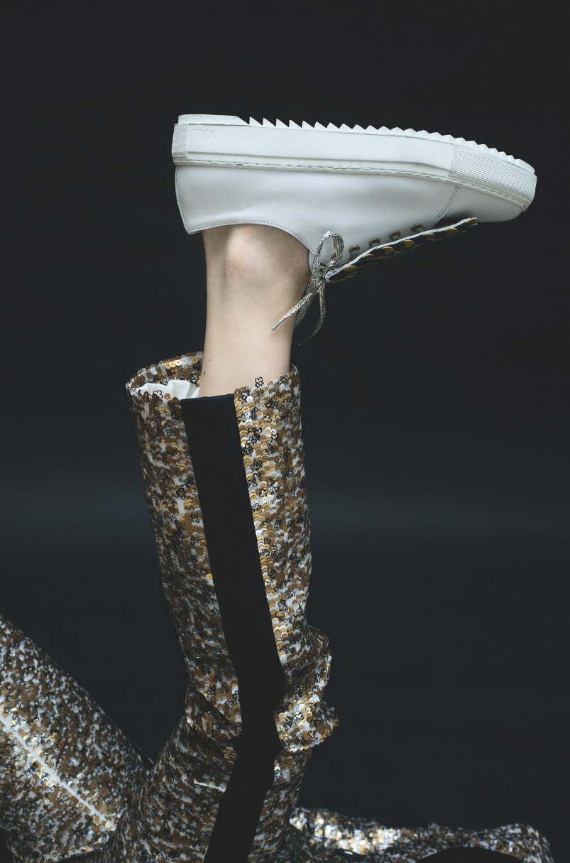 Chanel - Trousers in gold, black and white sequin-embroidered organza, AGL - Shoes