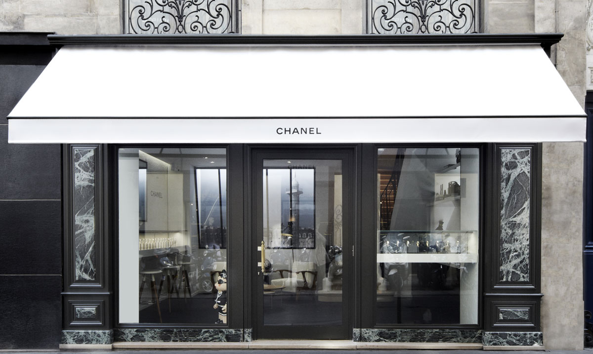 chanel sets temporary watch store in rue cambon. Black Bedroom Furniture Sets. Home Design Ideas
