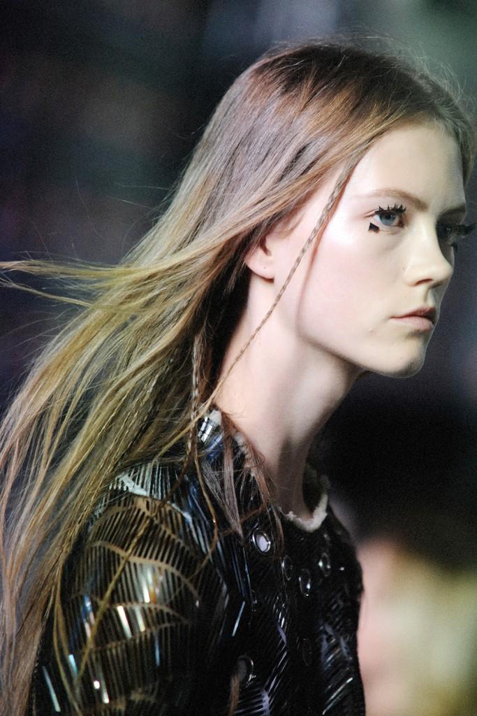 Louis Vuitton SS16 runway show Paris Fashion Week by Elise Toïdé Crash Magazine