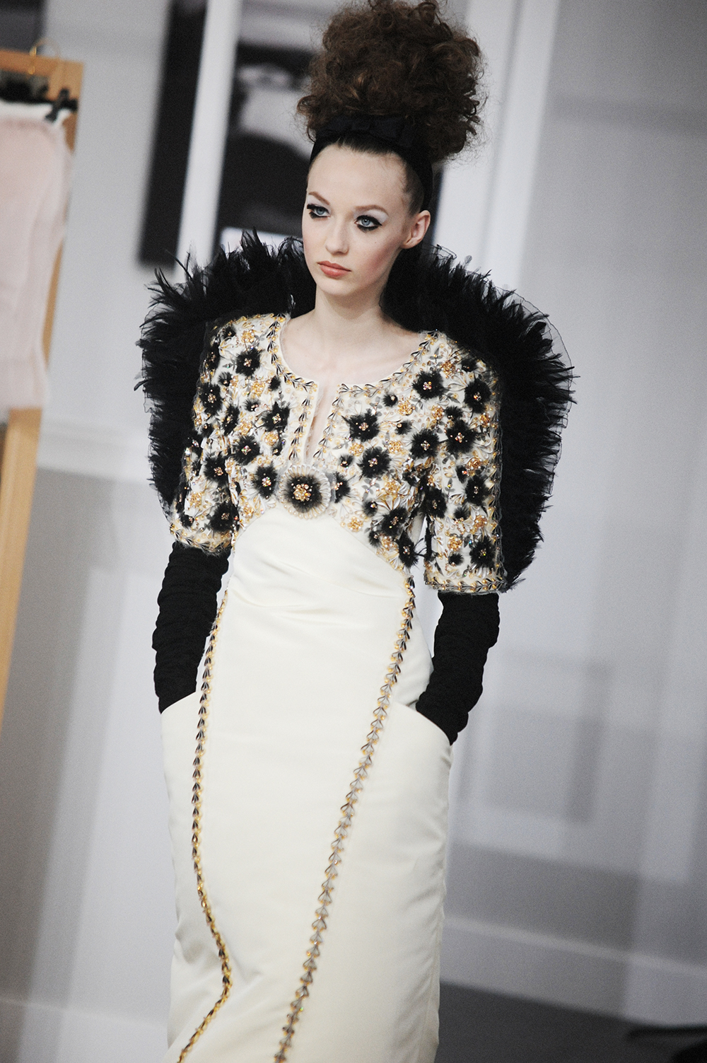 A CLOSER LOOK AT CHANEL HAUTE COUTURE FALL-WINTER 2016 PARIS