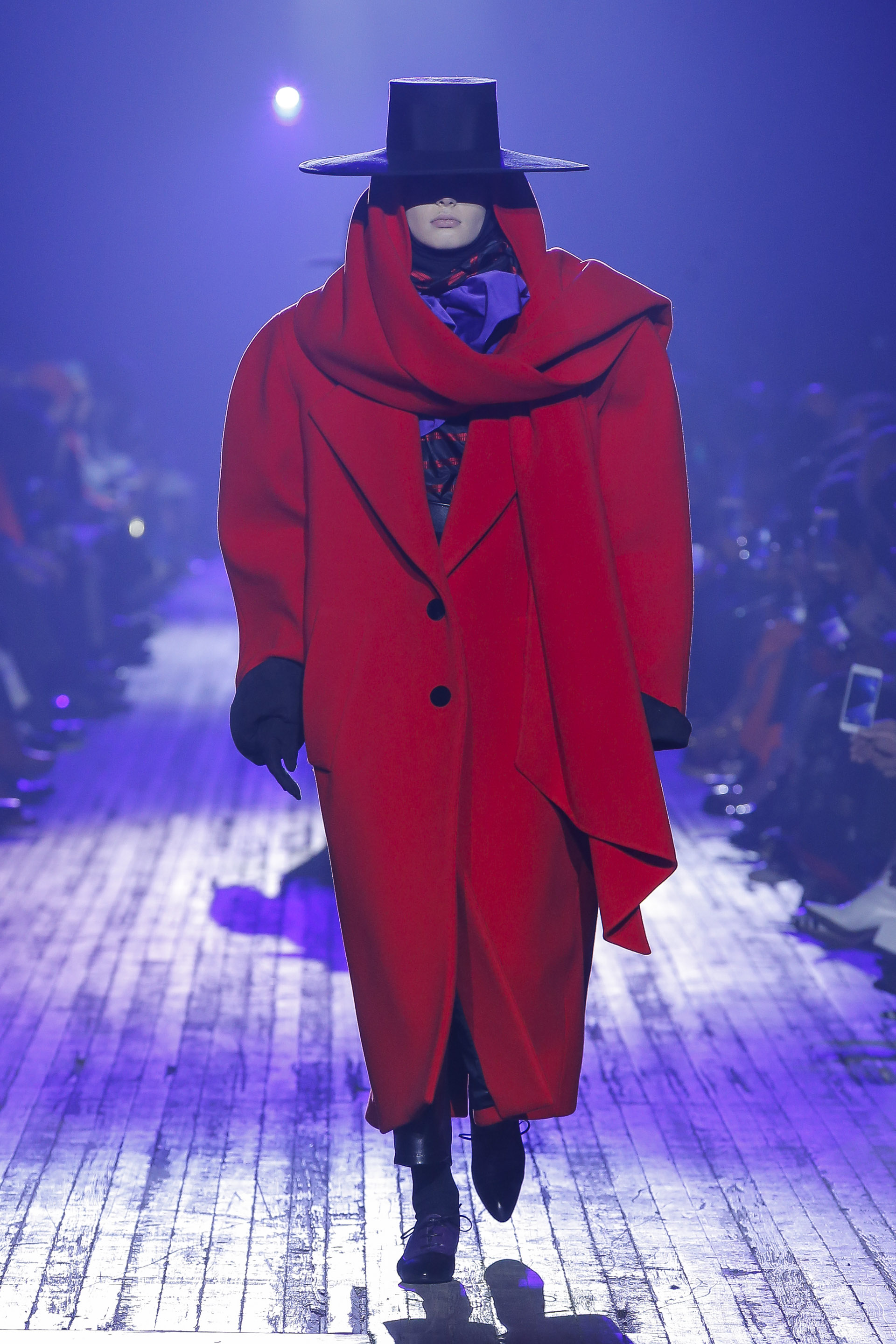 INCREDIBLE VOLUMES AT MARC JACOBS A/W 2018